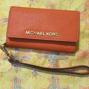 Michael Kors iPhone 5/5s Wristlet